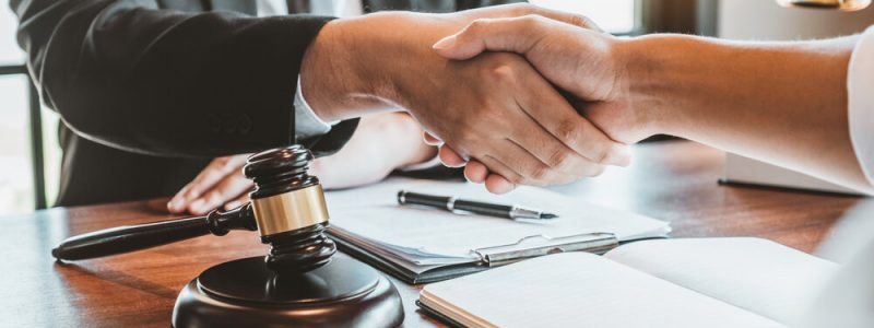 Tampa Florida Mediator Shakes Hands Following a Settlement before Civil Circuit Court Judgment.
